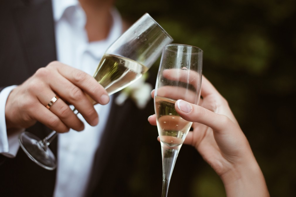 https://seekmediation.com/wp-content/uploads/2021/08/champagne-cocktail-party-champagne-toast_t20_4E17m2.jpg